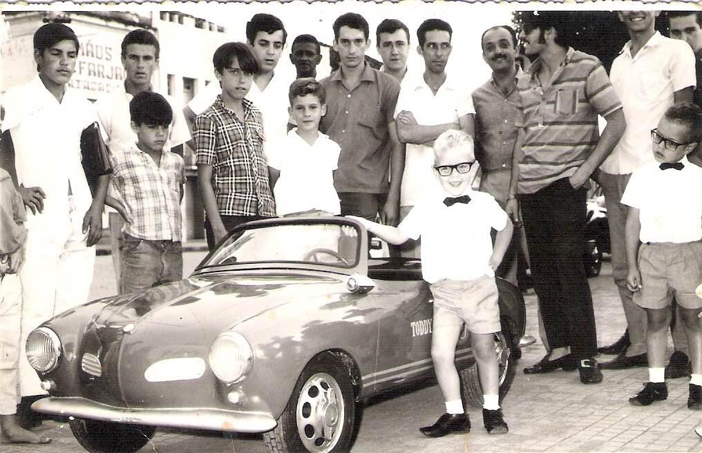 Foto: Fernando Oliveira Teixeira de Passos/MG, ganhadores de um dos Mini-Karman da Toddy no ano de 1967. Enviada por: Ana Claudia Medeiros Teixeira.